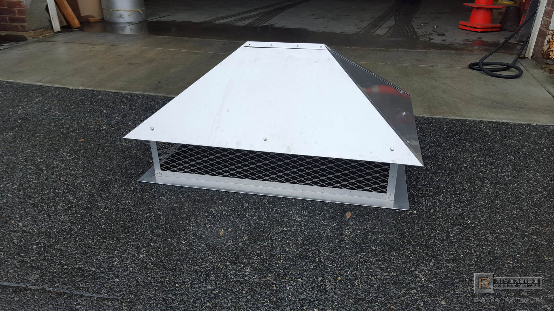 Stainless Steel Chimney Cap With Simple Angled Roof Ch004