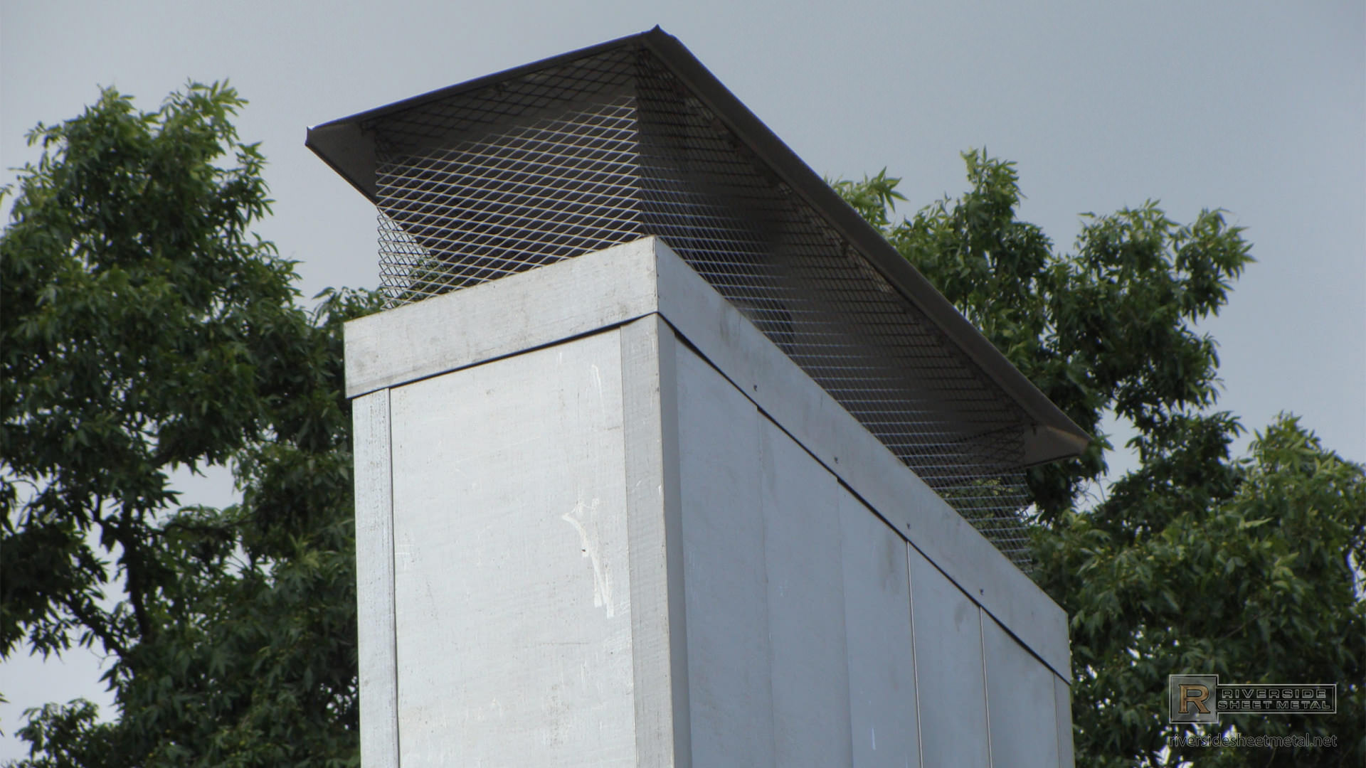 Standard Stainless Steel Chimney Cap With Crimped Roof