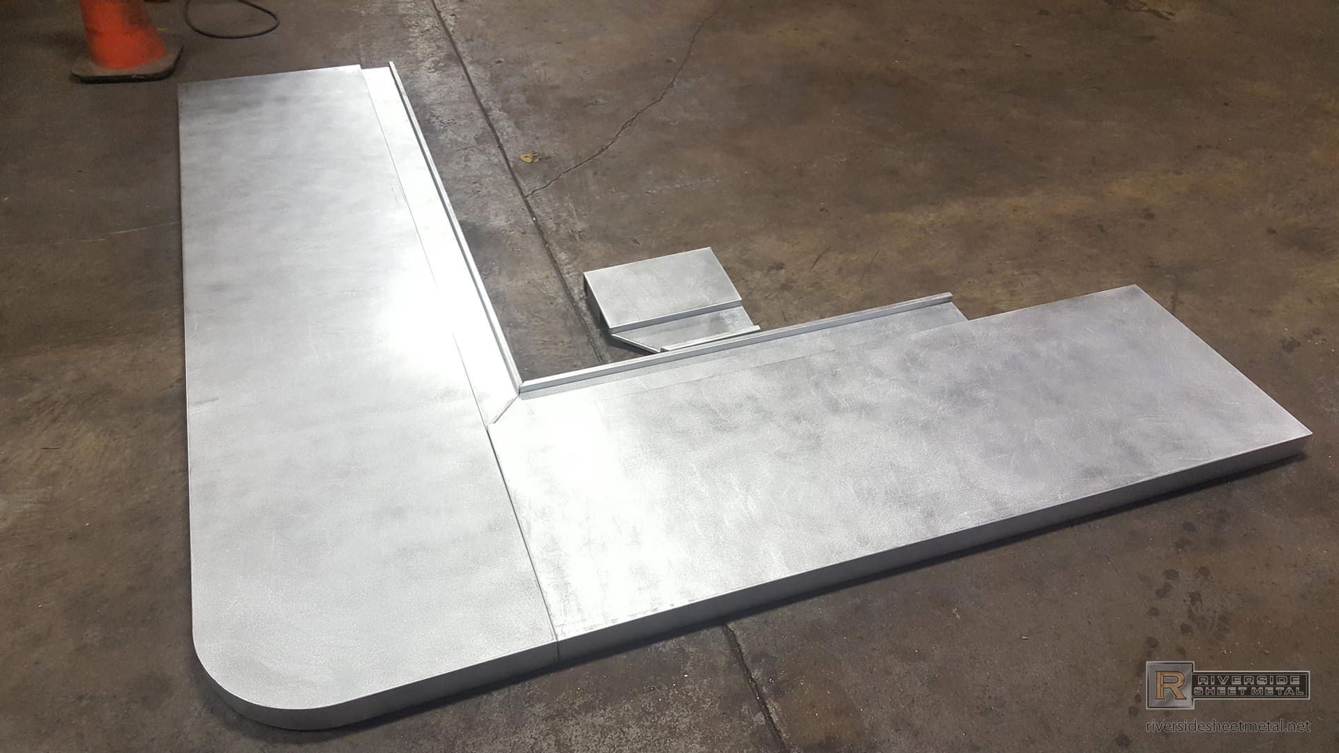 Zinc Bar Top With Drink Rail And Butt Joints   View 2 ...