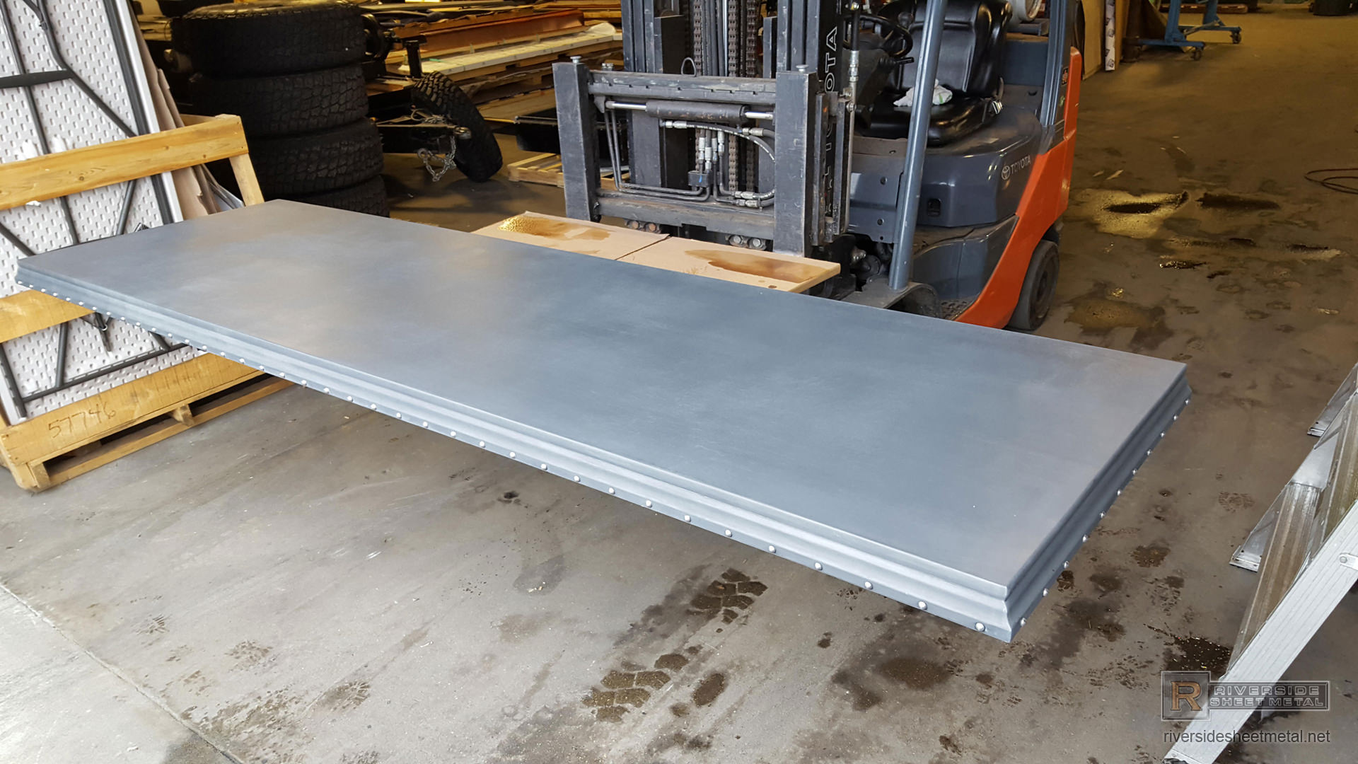 Zinc Counter Top With Detailed Edge And Round Head Stainless Steel Rivets View 4