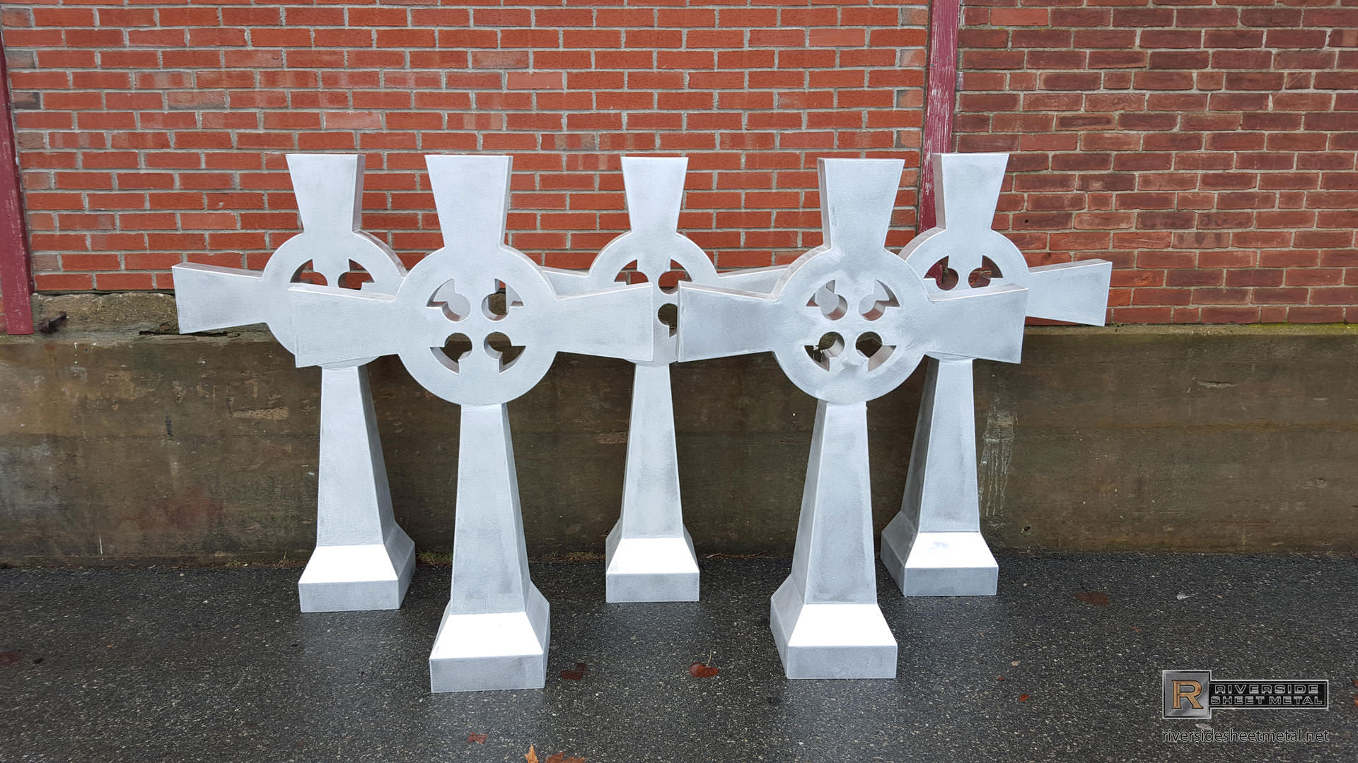 Aluminum Cross Finial With Circle And Cutout Details Fi031