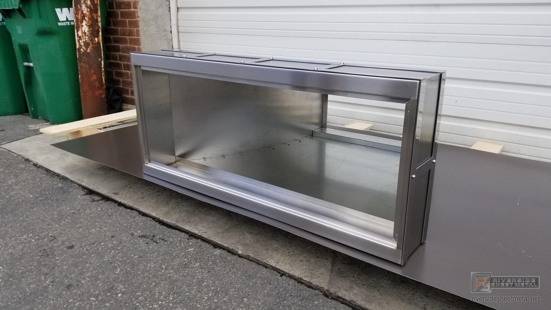 French Curve Stainless Steel Hood Vent With Polished Bands