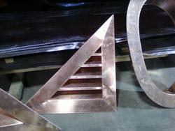 Triangular louver